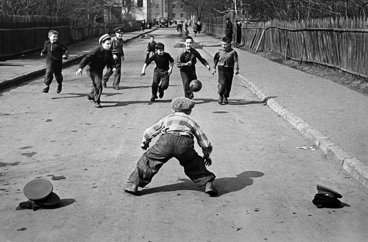 Лучшие дворовые игры Советского детства: смотреть