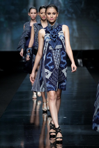 LOVE the ikat inspired dress! Designer Agnes Budisurya - Jakarta Fashion Week 2012