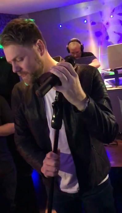 Boyzlife stars Brian McFadden and Keith Duffy shock Glasgow pub crowds with surprise karaoke