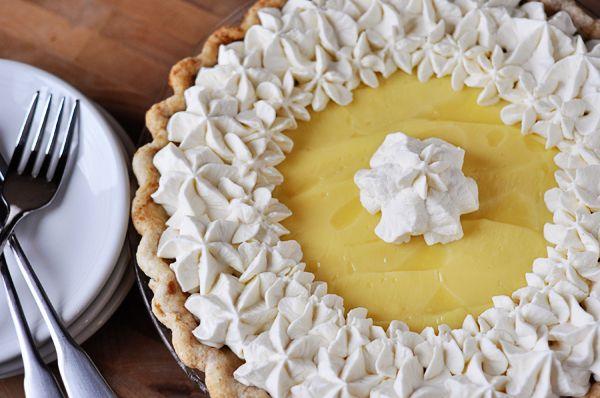 Μια συνταγή για μια υπέροχη κρεμώδη τάρτα με μπανάνες. Δροσερό γλύκισμα για να το απολαύσετε σαν επιδόρπιο ή συνοδευτικό με το καφεδάκι σας. Βασική ιδέα α