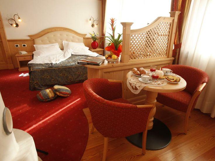Camera - Hotel Benessere Trentino - Tutte le nostre camere sono molto spaziose e luminose (alcune hanno anche un bellissimo balcone)