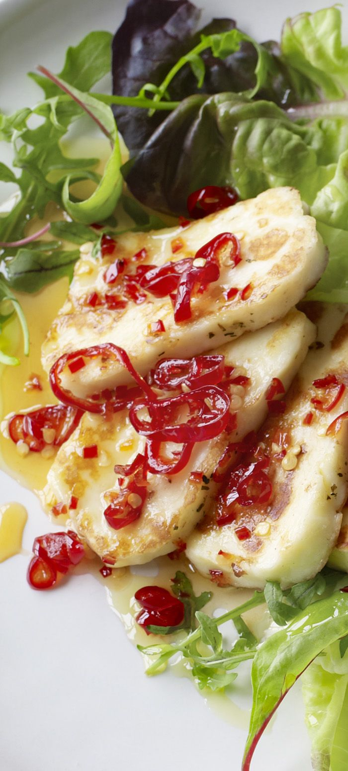 Want to spend your evening on something other than cooking? Halloumi with a quick sweet chilli sauce is on the menu!