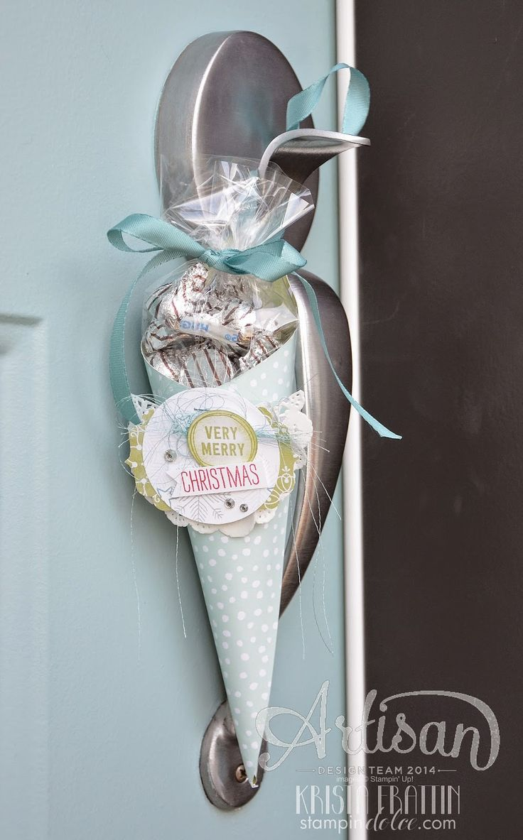 Stampin' Dolce: paper candy cone to hang on your neighbors door for a holiday treat