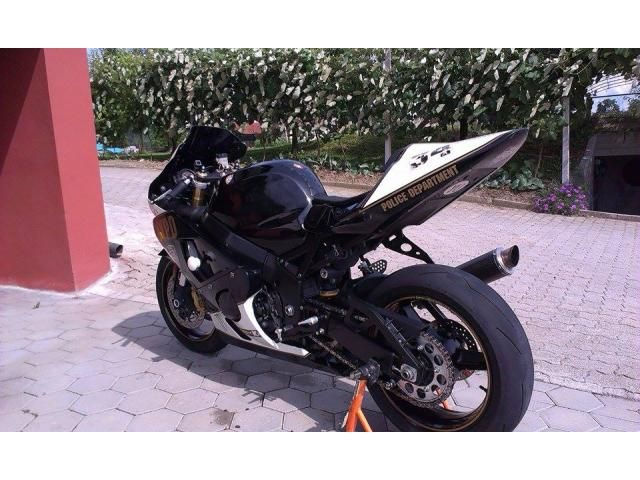Suzuki gsrx 600 superbike for sale at racemarket.net!  #motorsport #suzuki #superbike #sale #racemarket #ohlins #motorbike #suzukimotorcycle