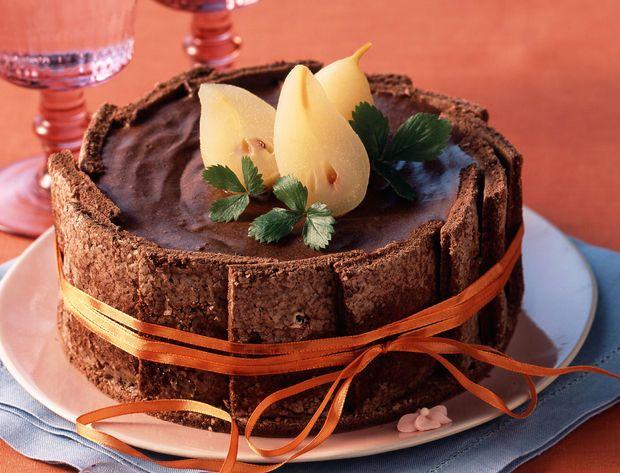Charlotte à la mousse au chocolat et poires vanillées Poires, chocolat... Une allaince parfaite pour un dessert de fête ! Voir la recette de la charlotte poires chocolat