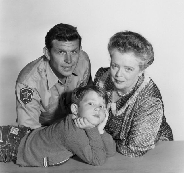 Still of Ron Howard, Frances Bavier and Andy Griffith in The Andy Griffith Show (1960)