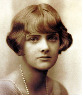 "Daphne du Maurier (1907-1989) ""But luxury has never appealed to me, I like simple things, books, being alone, or with somebody who understands."" //"