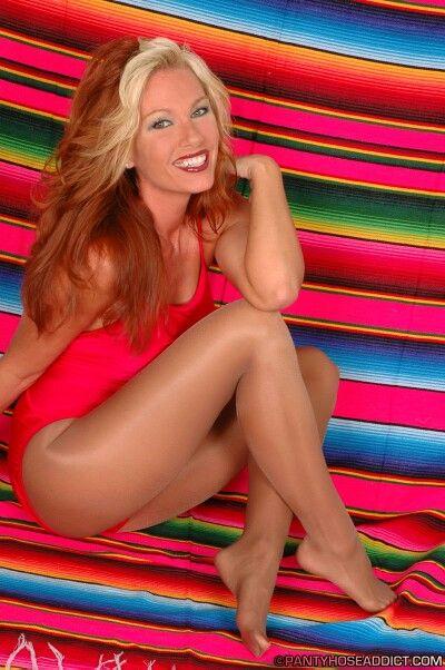 Izzy In Pantyhose Blonde In 25