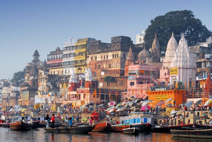 Meta Sacra per gli Hindu e considerata la più affascinante città indiana: #Varanasi #india #indiatravel #travel #viaggi #viaggiare #traveller #mostbeautifulpages #stunningplaces #beautifulplaces