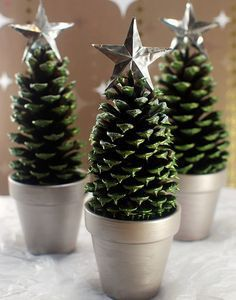 5. NO NEED FOR FLOWER CENTERPIECES WITH THIS PINE CONE CRAFT