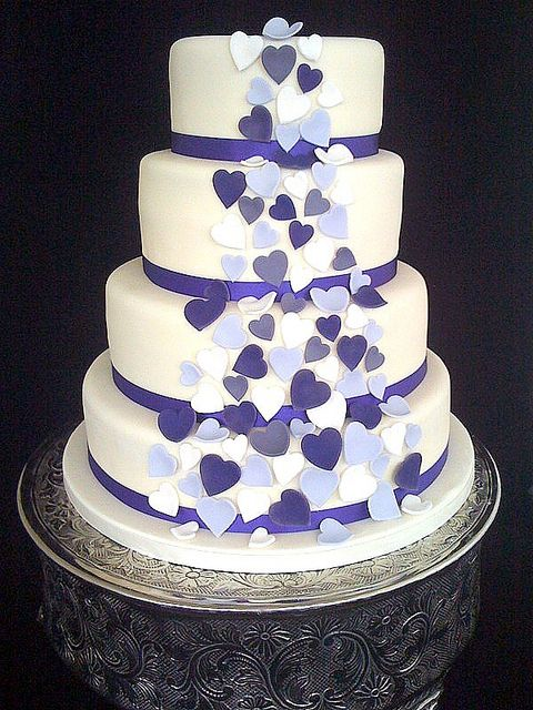 Wedding cake with hearts (: