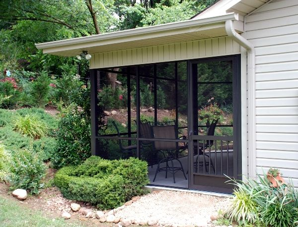 With a wide variety of fabric choices and years of experience installing patios and every type of screen enclosure imaginable, your local Screenmobile will take care of your patio and screen enclosure needs. Screenmobile of Fontana