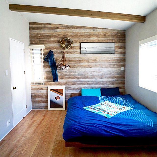 """RoomClipユーザーの素敵なお宅をお部屋ごとに紹介し、まるで実際に訪問した気になってしまおうという「お宅訪問」連載。 今回は、青い海、爽やかな風、流木のようなナチュラルなビンテージ感……開放感あふれるdorazenさんのお宅にお邪魔いたします。 2015年ごろからじわじわと人気を高めているのが、アメリカ西海岸の暮らしをイメージした""""カリフォルニアスタイル""""。RoomClipでカリフォルニアスタイルと言ったらdorazenさん宅を思い浮かべる方も多くいらっしゃるかと思います。カリフォルニアスタイルのつくり方についてもたくさん伺っているので、お楽しみに!"""
