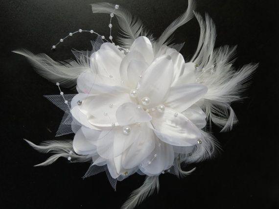 SALE White Wedding Headpiece Fascinator by BridalWorldBoutique, $34.00