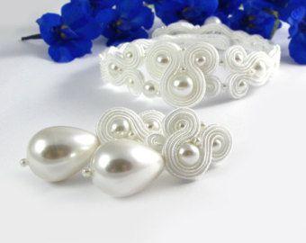 Avorio bianco perla a soutache orecchini di byPiLLowDesign su Etsy