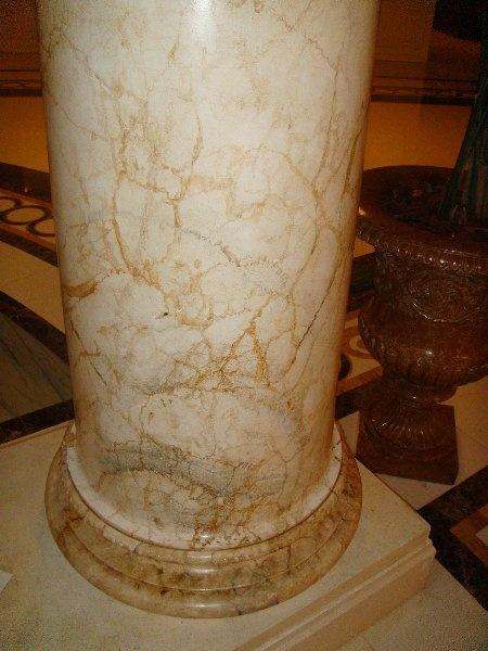 Imitaci 243 N De M 225 Rmol En Columnas Del Hotel Hilton De Toledo