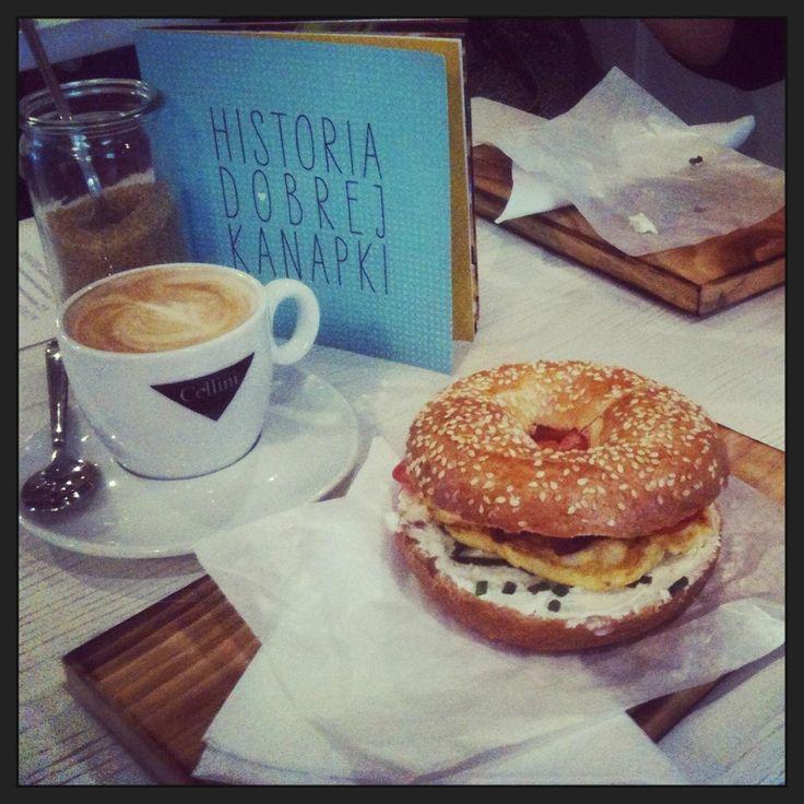 BUŁKĘ PRZEZ BIBUŁKĘ, just 3 minutes away from the hostel, one of the bests breakfast places in the city