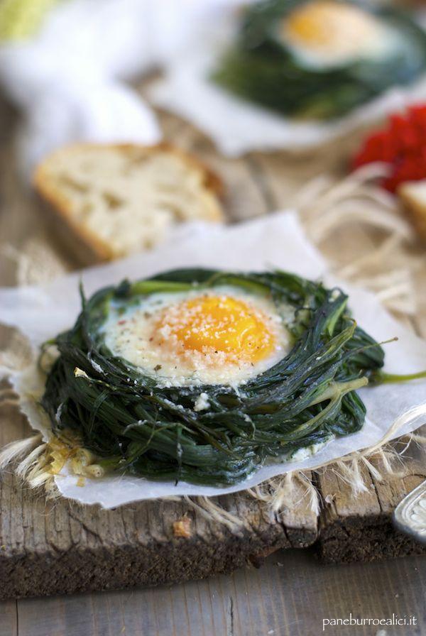 Pane, burro e alici: Nidi di agretti al burro con uova al parmigiano