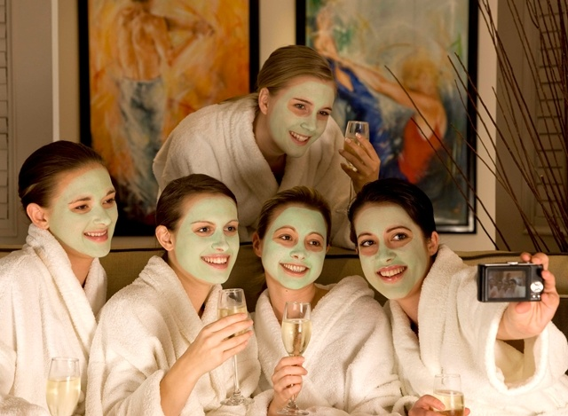 Enjoy your spa treatment with your friends at Runnymede-on-Thames, Surrey - Facials