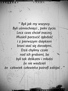 I ten moment kiedy jesteś w Warszawie na Powązkach i płaczesz jak nigdy nad grobami ludzi o których tylko przeczytałaś...