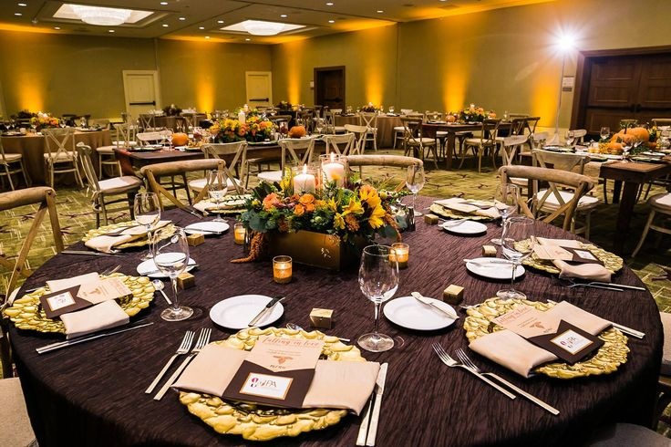 Lovely Fall Inspired event with our chocolate brown Bark Fortuny and tan Almond Dupioni napkins