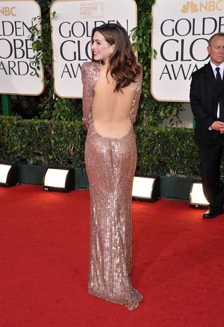 Cele mai spectaculoase rochii cu spatele gol