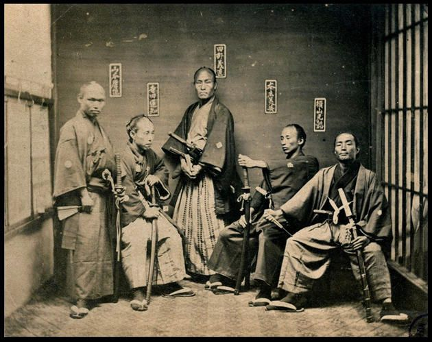 http://www.slightlywarped.com/crapfactory/curiosities/2013/march/images/historical-photos-rare-pt2-samurai-1860-1880.jpg  The real thing--no Tom Cruise wannabes.