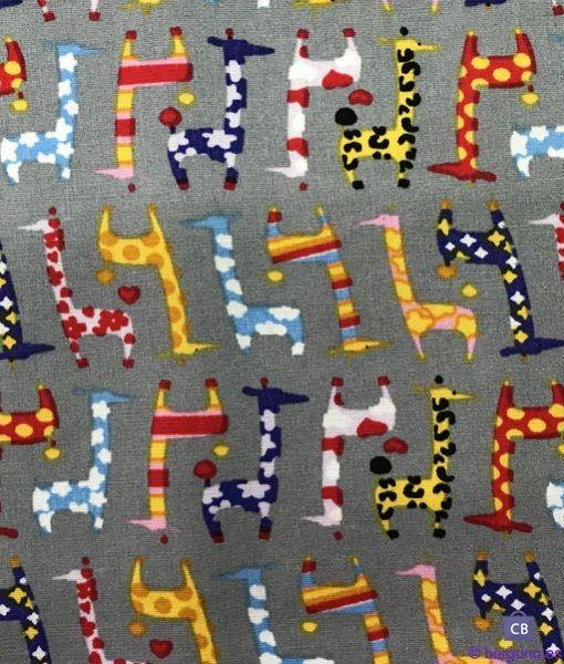 Tela Patchwork Jirafas Multicolor Fondo Gris