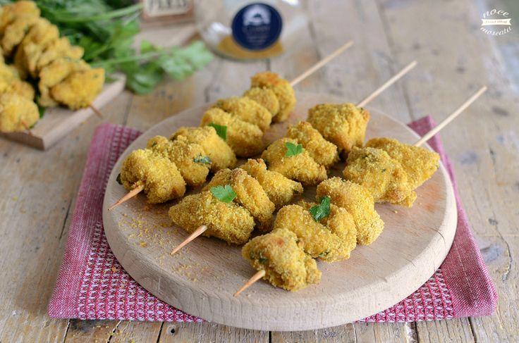 Spiedini di pollo croccante al curry