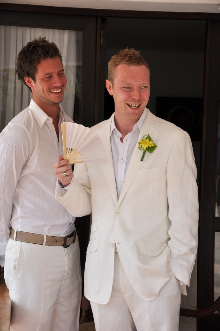 Hot Weather Options For The Groom And Groomsmen