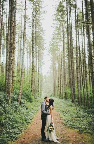 This is what I call a beautiful wedding photo .... Now we have to go hiking ahead of time to find someplace like this don't we? I don't think something this pretty just falls together.