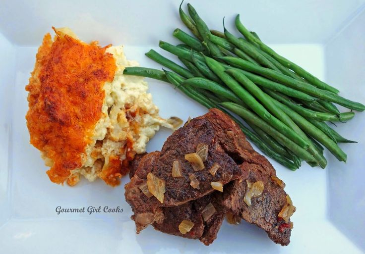 Last night I made Slow Cooker Boneless Beef Chuck Short Ribs for dinner. I picked them up at Costco this past weekend. They turned out great...