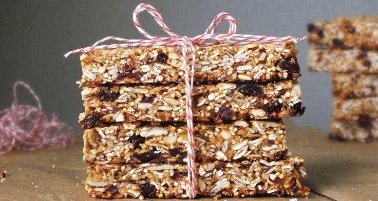 Per il cestino della merenda ma non solo: una semplice ricetta per sfornare le Barrette ai cereali con noci e frutta secca fatte in casa