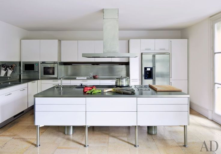 Modern Kitchen by El Estudio de Isabel López-Quesada and Pablo Carvajal Urquijo Architect in Madrid, Spain
