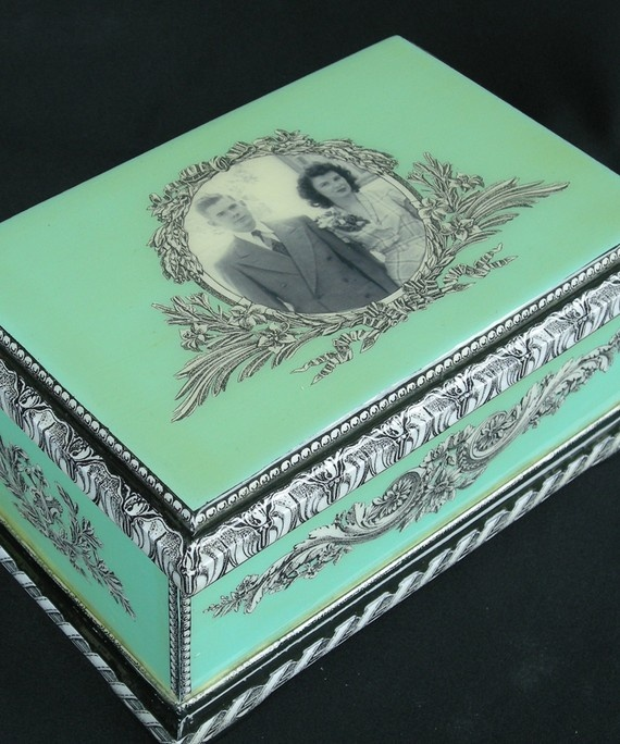 Anniversary Box • http://www.etsy.com/listing/55520272/personalized-photo-anniversary-decoupage: Decoupage Boxes, Caixa Mdf, Anniversaries Boxes, Caja Hermosa, Decoupage Idea, Boxes, Anniversaries Decoupage, Decoupage Accessories, Photo Anniversaries
