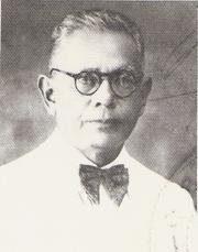 Abdoel Moeis (lahir di Sungai Puar, Agam, Sumatera Barat, 3 Juli 1883 – meninggal di Bandung, Jawa Barat, 17 Juni 1959 pada umur 75 tahun) adalah seorang sastrawan, politikus, dan wartawan Indonesia. Dia merupakan pengurus besar Sarekat Islam dan pernah menjadi anggota Volksraad mewakili organisasi tersebut. Abdul Muis dikukuhkan sebagai Pahlawan Nasional yang pertama oleh Presiden RI, Soekarno, pada 30 Agustus 1959. http://id.wikipedia.org/wiki/Abdoel_moeis
