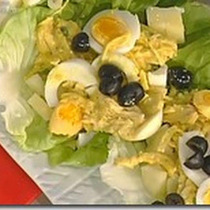 Ingredienti: - 2 petti di pollo - verdure da brodo - 2 cipolle tritate - 2 spicchi d'aglio - 2 tazze di latte - 4 peperoncini verdi piccan...