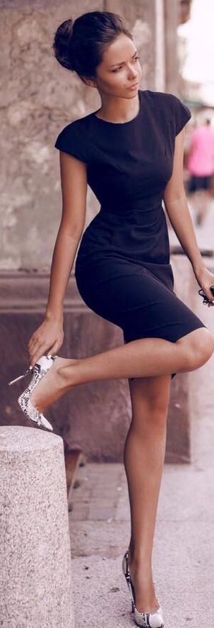 Different color shoes from dress. - like bordeaux heels for the evening or fall!
