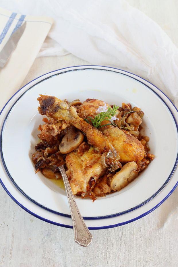Que socorrido es el pollo y otra forma sencilla de preparlo, que además gana de sabor si lo preparamos con antelación es rustido, en este...