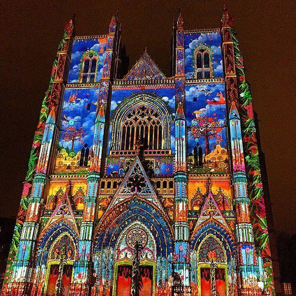 Nantes, illumination de la façade de la cathédrale à Noël