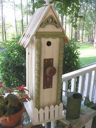 Love this birdhouse! You can make anything from recycled objects.