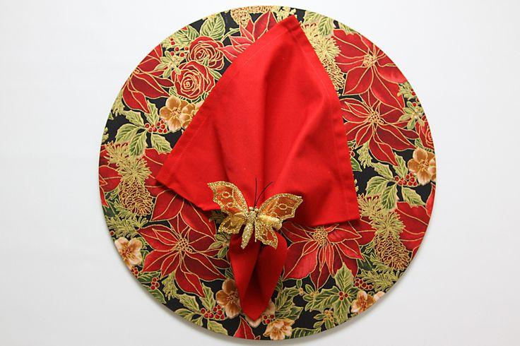 Conjunto de Sousplat em MDF forrado com tecido mais guardanapo e anel de laço.