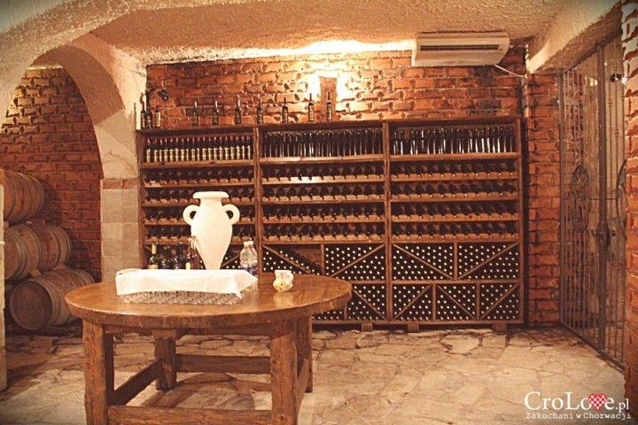 Imponująca półka na wina w piwnicy Matuško w Potomje || http://crolove.pl/winiarnia-matusko-w-potomje-na-polwyspie-peljesac/ || #wine #winery #matushko #croatia #chorwacja #kroatien #hrvatska