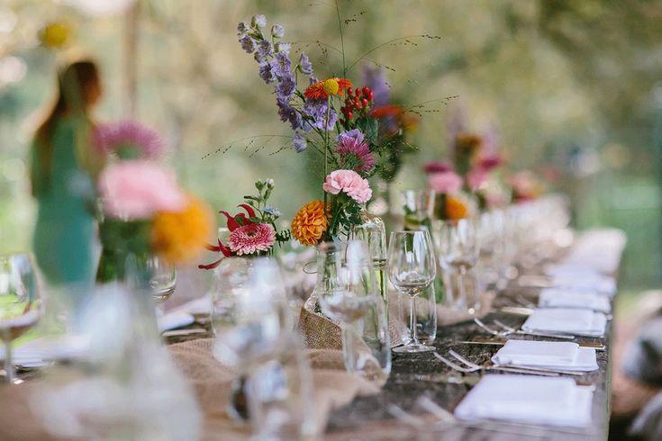 Een heerlijke festival bruiloft in de buitenlucht (met een zingende bruid!)