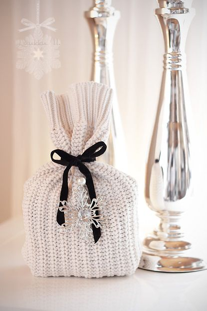 DIY: How to wrap gifts? The only thing you need is an old sweater...