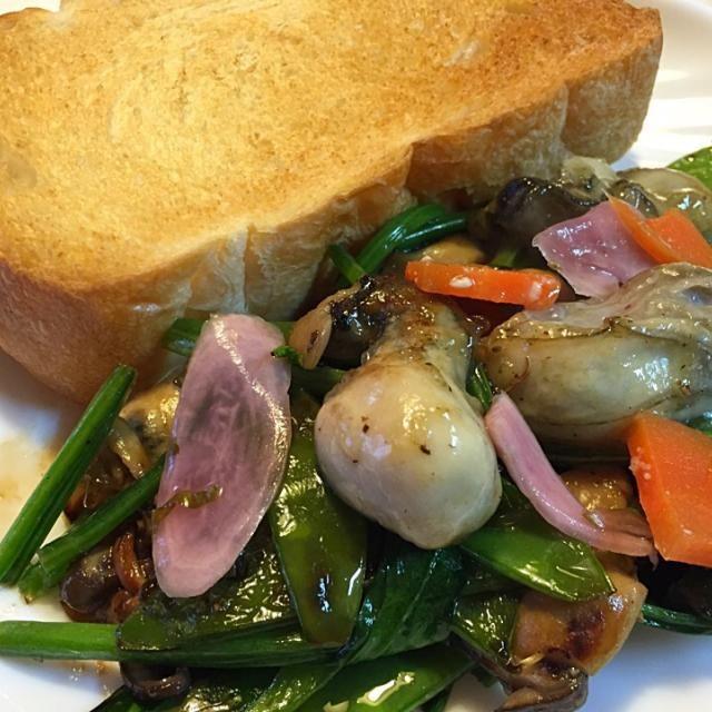 朝食です - 84件のもぐもぐ - 牡蠣とほうれん草炒めとトースト by sasachanko