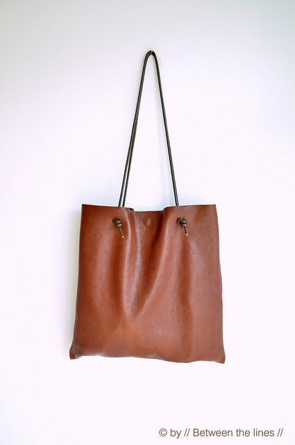 Simple leather bag tutorial by // Between the Lines //, she is amazing!!!