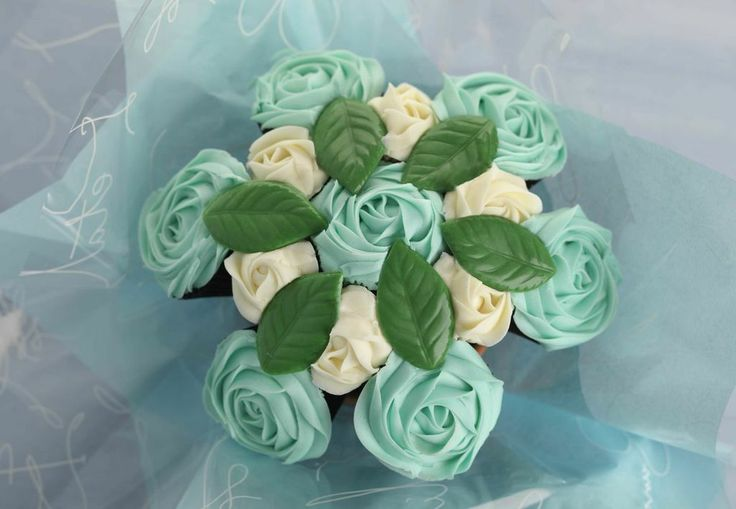 £30 Celebrate a new baby boy with a little taste of paradise with our delicious blueberry and vanilla cupcake bouquet.