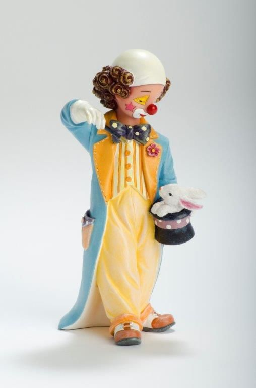 Magic Out of My Hat   Reference: 726432 Sizes: 19 cm - 7 4/8 Limited edition: Numbered edition  http://thecollectorsboutique.com/en/63-the-art-of-enchantment  #decoration #sale #porcelain #home decor #clown #figurine