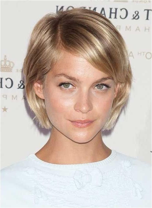 Kurze, einfache Pflege-Frisuren